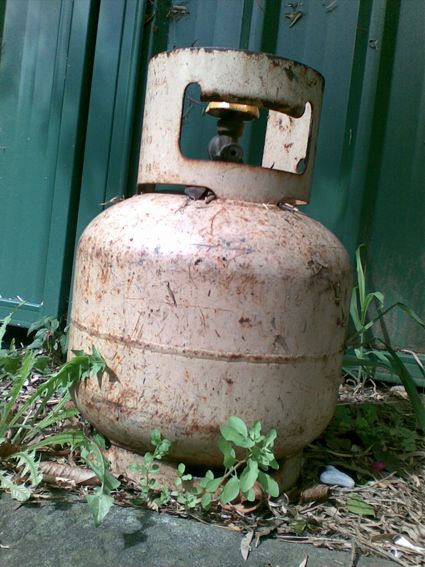 A dead gas bottle